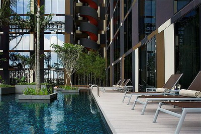 Crowne Plaza Hotel Singapore Airport Pool Area