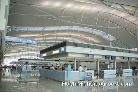 how to get from ho chi minh airport to city